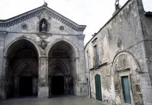 Eglise st Michel de Monte Gargano - photo offerte par capucins Paris 23 9 09
